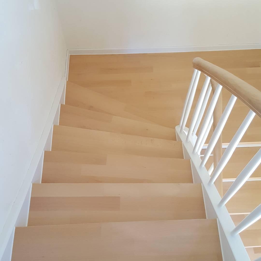 Holztreppe abgeschliffen und versiegelt